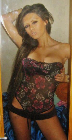 Erinn from Torrington, Connecticut is looking for adult webcam chat